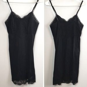 💚Vanity Fair Black Lace and Satin Slip size 32